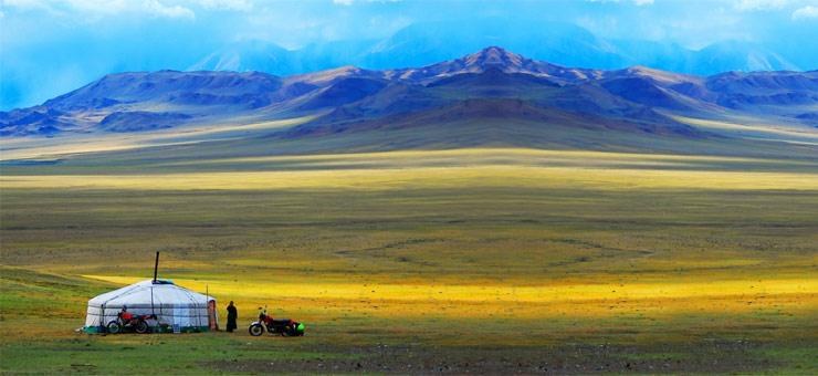 Questa immagine ha l'attributo alt vuoto; il nome del file è mongolia-1.jpg